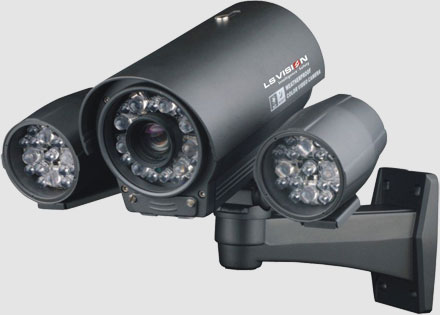 CCTV Camera Systems to protect your home or business. Security Masters supply and fit CCTV systems including CCTV cameras, CCTV Monitors and CCTV Digital Video Recorders HD CCTV
